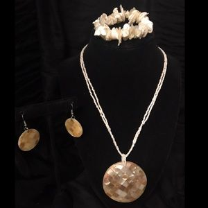 Shell Colored Necklace Set